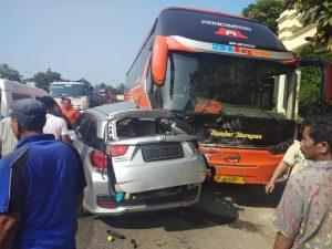 Kondisi TKP kecelakaan di jalur Pantura Desa Leran Kecamatan Sluke, Minggu (24/02).