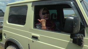 "Dyah ""Mugi"", offroader wanita di Rembang."