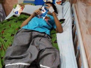 Seorang pasien demam berdarah di Kabupaten Rembang menjalani perawatan.