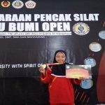 Luluk Nur Latifah, salah satu pesilat SMK Muhammadiyah Pamotan yang meraih medali emas dalam kejuaraan di Bandung, Jawa Barat.