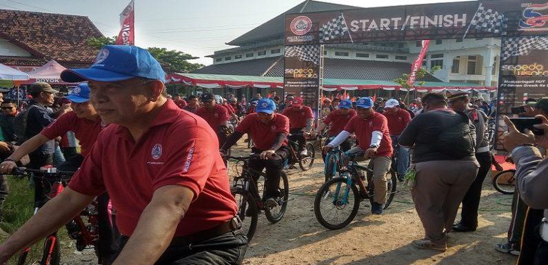 Tiket Ludes, Ribuan Peserta Ramaikan Sepeda Wisata Semen Gresik