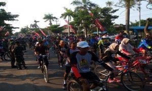 Kemeriahan sepeda wisata yang digelar PT. Semen Gresik Pabrik Rembang, Minggu pagi (24/02).