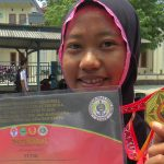 Putri, atlet pencak silat siswi SMK Muhammadiyah Pamotan, warga Dusun Banyu Desa Kalitengah Kecamatan Pancur menunjukkan medali emas yang diperoleh ketika event di Bandung, Jawa Barat.