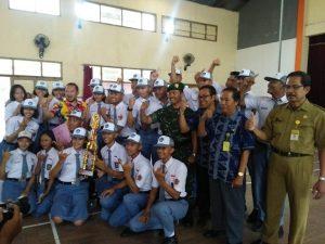SMA N II Rembang menjadi yang terbaik dalam lomba baris berbaris. (Gambar atas) Cabang olahraga pencak silat Popda tingkat SMA sederajat, berlangsung di GOR Rembang, baru – baru ini.