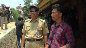Bupati Rembang, Abdul Hafidz mengunjungi sebuah dusun tertinggal di Kecamatan Bulu, baru – baru ini.