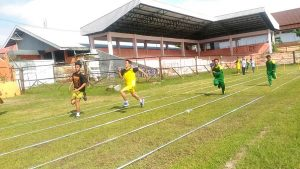 Atlet penyandang disabilitas mengikuti lomba lari di Stadion Krida Rembang, Selasa (12/03).