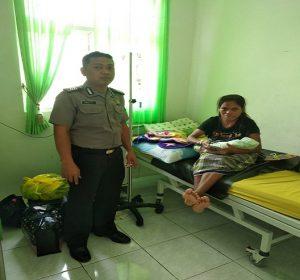 Christina Ndero, wanita asal Kabupaten Ende NTT, melahirkan di Puskesmas Kragan I.