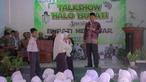 Bupati Rembang, Abdul Hafidz menggelar talkshow Halo Bupati Spesial Bupati Mengajar di SMP N I Sluke, Selasa pagi (05/03).