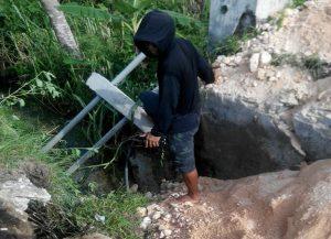 Jembatan penghubung dua desa di Kecamatan Sarang putus, sehingga mengganggu mobilitas warga.