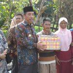Bupati Rembang, Abdul Hafidz mengunjungi korban kebakaran di Desa Krikilan, Kecamatan Sumber, Kamis (21/03).