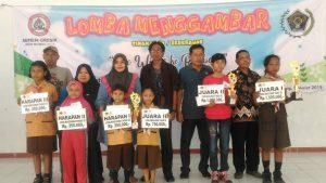 Pemenang lomba menggambar tingkat SD, yang diadakan oleh PWI Kabupaten Rembang dan PT. Semen Gresik.