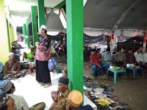 Bupati Rembang, Abdul Hafidz saat menghadiri tasyakuran di Pasar Sumber, Senin malam (25/03).