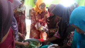 Warga Desa Purworejo, Kecamatan Kaliori mendapatkan pelatihan pengolahan ikan, Selasa (12/03).
