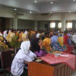 Para perawat jenazah mendapatkan pelatihan di lantai IV Gedung Setda Rembang, Selasa (19/03).