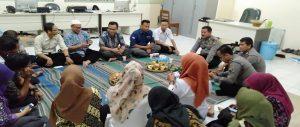 Jajaran Bawaslu Kabupaten Rembang menggelar syukuran menempati sekretariat baru, Selasa (05/03).