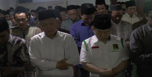 Pelaksana Tugas Ketua Umum PPP, Suharso Monoarfa saat berkunjung ke Pondok Pesantren Al Anwar Sarang, Rembang, Rabu (27/03). Mulai sholat berjamaah, hingga bertemu Kiai Maimoen Zubair.