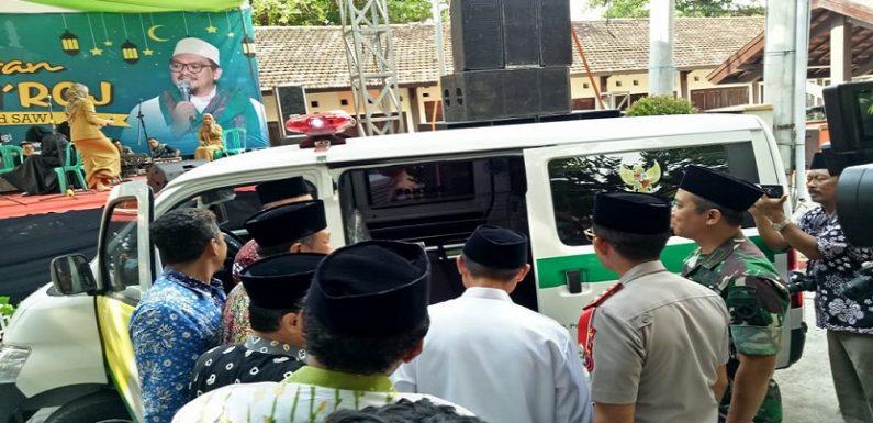 Ada Mobil Ambulance Di Tengah Peringatan Isra' Mi'raj