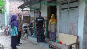 Suasana TKP korban Alfi Khairunafiah terakhir kali bermain. (Gambar atas) Nenek dan orang tua korban terpukul atas hilangnya Alfi, Selasa (02/04).