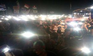 Suasana umat yang bersholawat di sela-sela deklarasi Barisan Pecinta Kiai di lapangan Desa Sendangmulyo, Kecamatan Sarang, Senin malam (08/04).