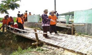 Jembatan darurat di Desa Ngajaran, Kecamatan Sale sudah jadi, setelah sejumlah pihak turun tangan membantu, Rabu (10/04).