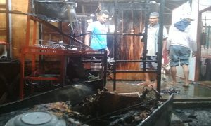 Kebakaran menimpa rumah warga di Desa Tlogotunggal, Kec. Sumber, Selasa sore.