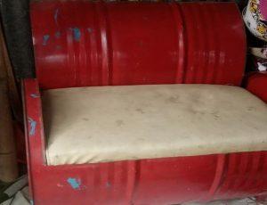 Kursi yang terbuat dari drum bekas di bengkel milik Sutejo, pinggir Jl. Rembang – Blora.