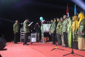 Bupati Rembang, Abdul Hafidz memimpin pembacaan sumpah bagi dewan haqim/juri MTQ, Sabtu malam.