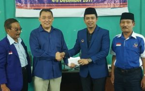 Ketua DPD Nasdem Kab. Rembang, Bayu Andriyanto bersama Caleg DPRD Provinsi Jawa Tengah dan pengurus kabupaten, belum lama ini (Dok.Nasdem).