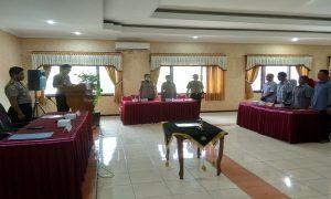 Suasana pembacaan pakta integritas penerimaan calon anggota Polri, di Aula Mapolres Rembang, Rabu (10/04).