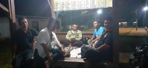 Pengawas Pemilu ikut bergabung dengan warga ronda malam di Desa Sumber Kec. Sumber, guna memantau kemungkinan adanya aksi politik uang.