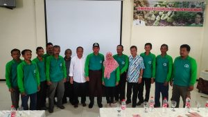 Perkumpulan Petani Rempah Rembang foto bareng dengan Bupati, Abdul Hafidz. (Gambar atas) Salah satu tanaman rempah, kapulaga.