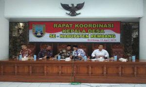 Rakor Kepala Desa di lantai IV Kantor Bupati Rembang, Kamis (11/04).