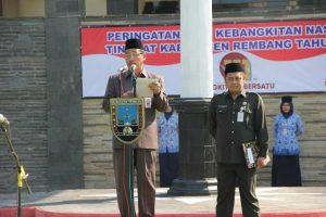 Bupati Rembang, Abdul hafidz membacakan Sumpah Palapa dalam upacara memperingati Hari Kebangkitan Nasional, Senin (20/05).