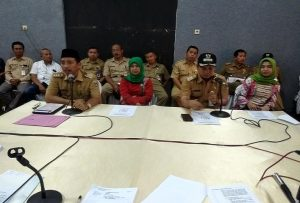 Bupati Rembang, Abdul Hafidz menyampaikan masalah THR dan gaji ke-13 pegawai negeri, Senin (27/05).