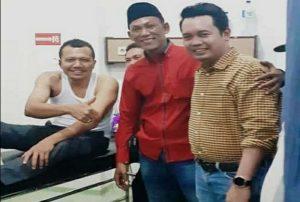 Wakil Ketua DPRD Rembang, Gunasih dijenguk Wakil Bupati, Bayu Andriyanto. (Gambar atas) Mobil Wakil Ketua DPRD Rembang, Gunasih ringsek.