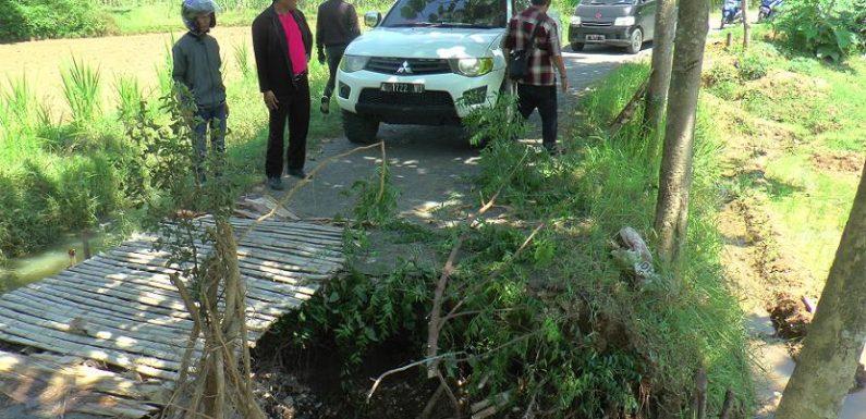 Jalan Putus, Sejumlah Mobil Terjebak