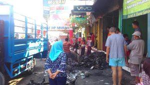 Kebakaran menimpa sebuah ruko service HP di Desa Sumbergirang, Kecamatan Lasem, Selasa pagi (07/05).