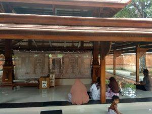 Makam Sunan Langgar di Desa Langgar, Kecamatan Sluke.