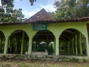 Makam Syech Ahmad Karim di Desa Ringin, Kecamatan Pamotan.