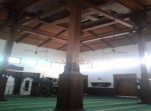 Tiang Masjid Jami' Lasem yang masih dijaga keasliannya.
