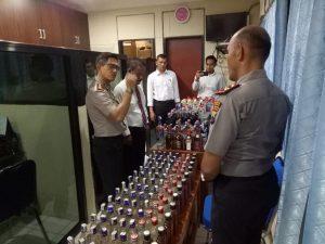 Aparat Polres Rembang menyita ribuan botol Miras dalam giat operasi.