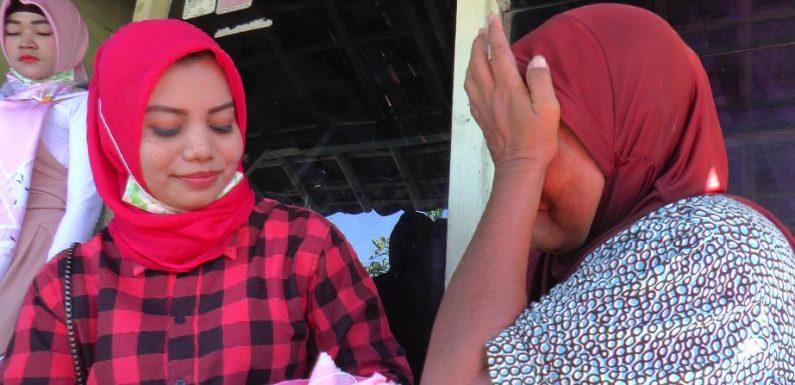 Ketika Para Pemandu Karaoke Menggelar Jum'at Berkah, Sontak Disambut Isak Tangis