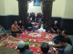 Suasana forum diskusi di Desa Purworejo, Kec. Kaliori, Senin malam. Salah satu topik yang dibahas tentang dinamika Pilkada Kabupaten Rembang.