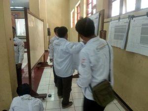 Suasana rekapitulasi suara manual Pemilu tingkat Kabupaten Rembang.