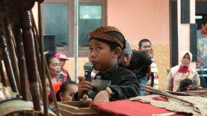 Mulai penabuh gamelan, pesinden hingga dalang cilik meramaikan perpisahan kelulusan siswa kelas VI di SD N II Plawangan, Kec. Kragan, Kamis (02/05).