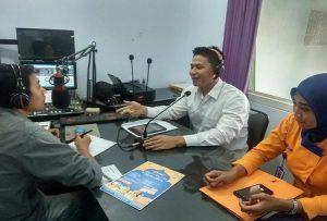 dr. Zeno Aquarista Baharano, saat talk show tentang gaya hidup sehat di Radio R2B, Kamis pagi (23 Mei 2019).