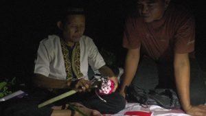 Suasana pencarian bocah hilang, Alfi Khairunafiah di lahan kosong, di Desa Temperak, Kecamatan Sarang, Selasa malam (30/04).
