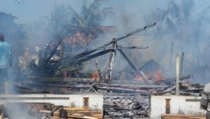 Kebakaran terjadi di Desa Babaktulung Kec. Sarang, Rabu (26/06).
