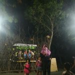Suasana ketika berlangsung pentas seni budaya di Panggung Kampung, depan GOR Mbesi.