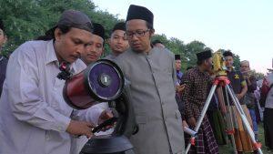 Suasana melihat hilal di kawasan Watu Layar Desa Binangun, Lasem.